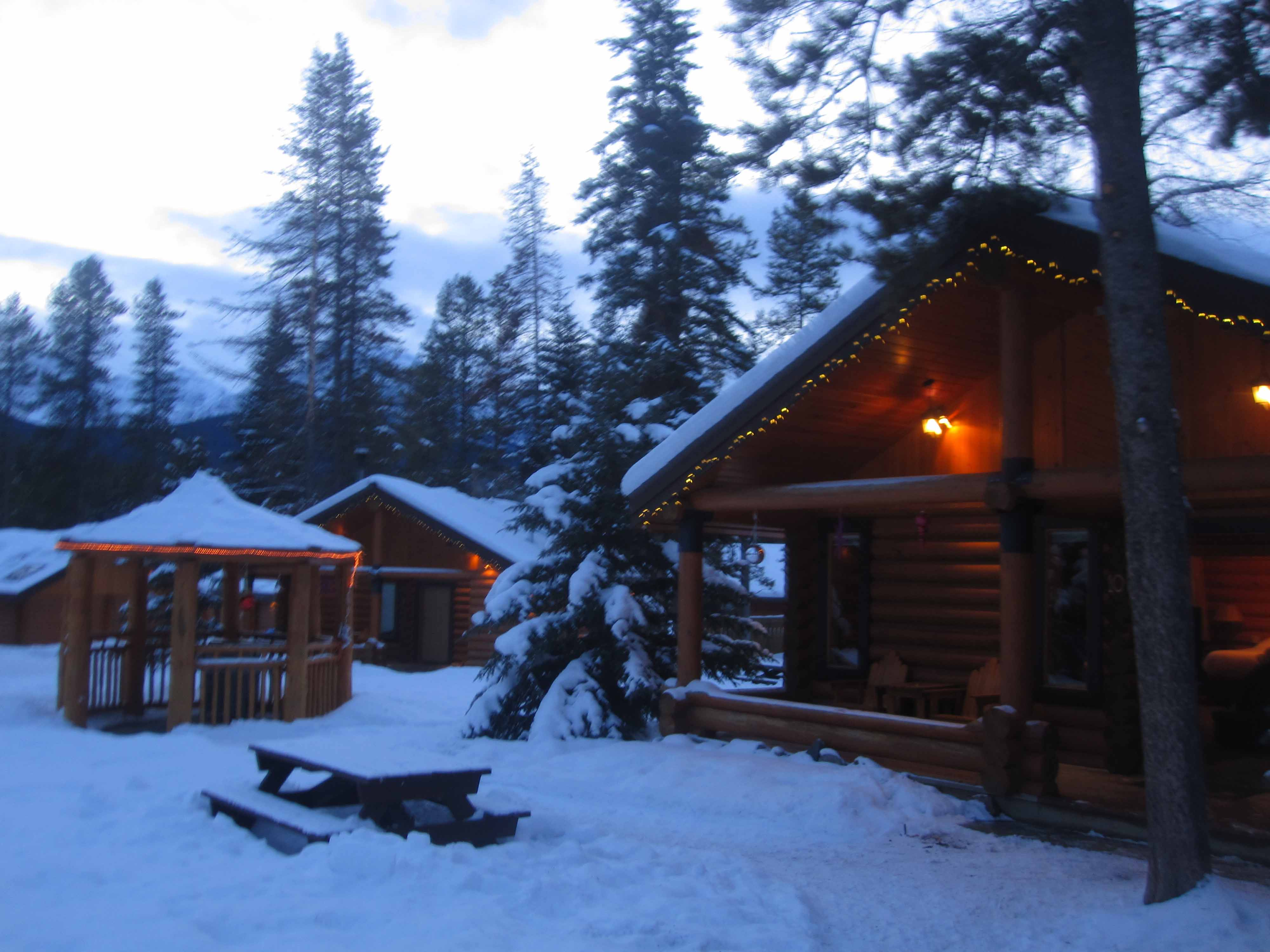 Castle Mountain Chalets offers a great stay for Lake
