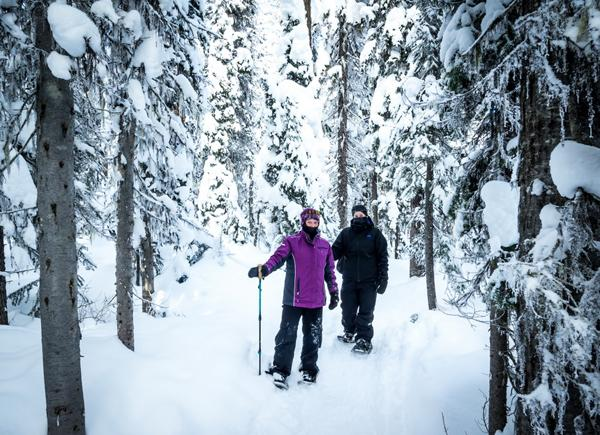 Big White snowshoeing