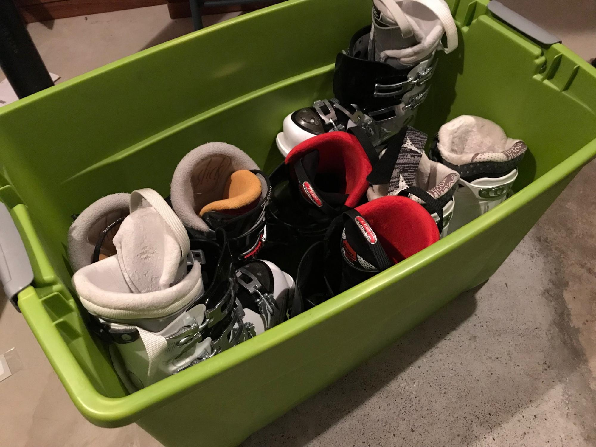 Storage bin for ski gear